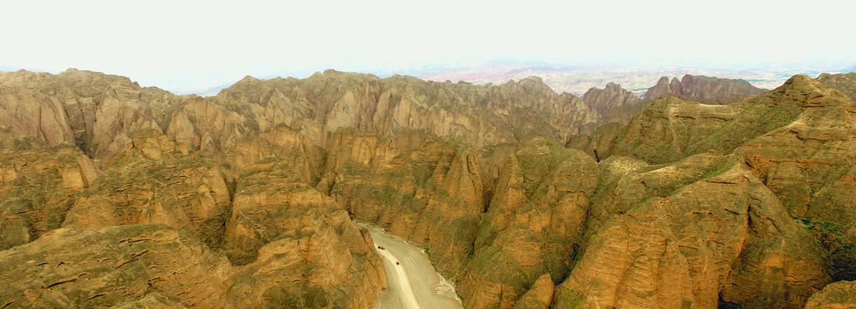 空中俯瞰黃河石林:陡崖淩空 千山聳立
