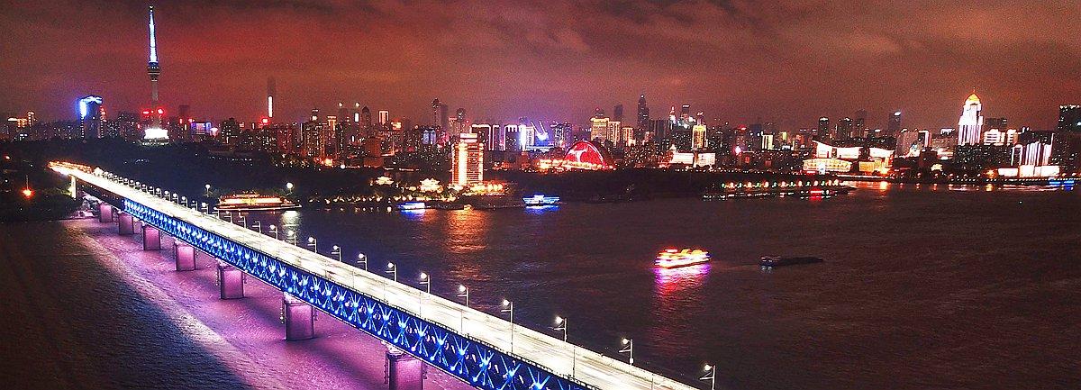 """航拍夜幕下的"""" 萬裏長江第一橋 """""""