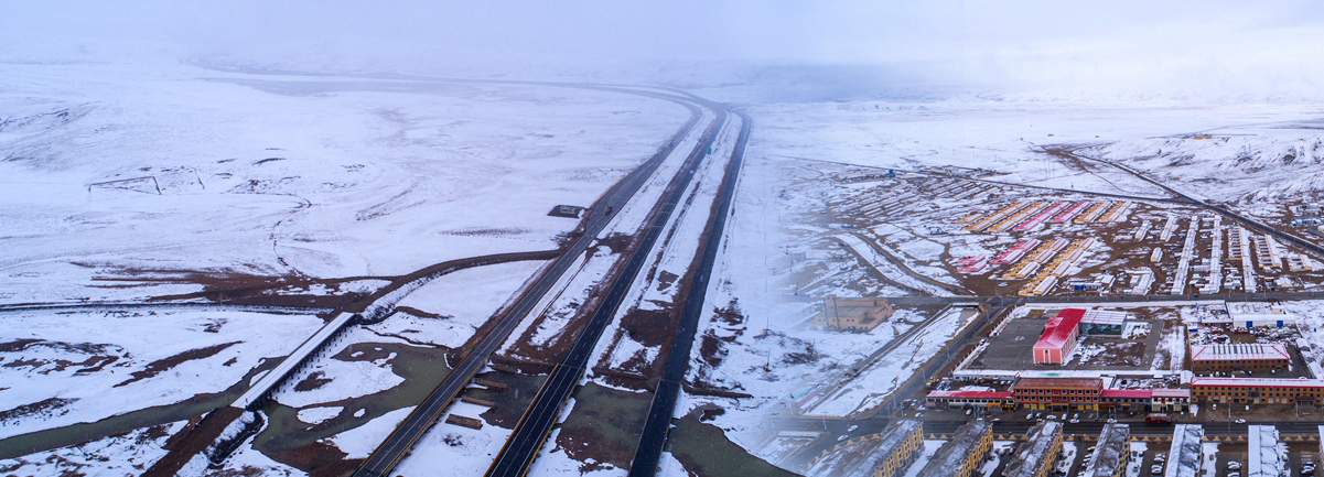 航拍:青海瑪多四月雪景美如畫