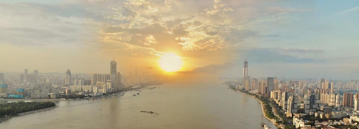 落日余暉下的江城武漢