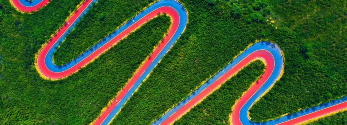 """【""""飛閱""""中國】山裏的彩色公路"""