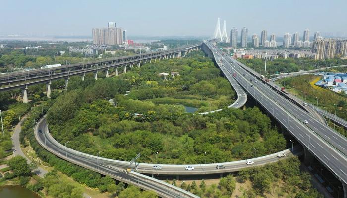 """航拍戴家湖公園 武漢青山的一塊""""綠肺"""""""