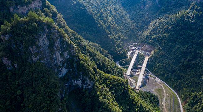 無人機航拍:重慶石黔高速進入最後衝刺階段
