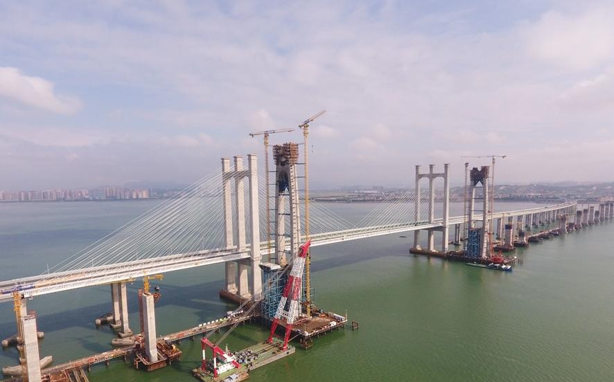 國內首座跨海高鐵斜拉橋主塔封頂