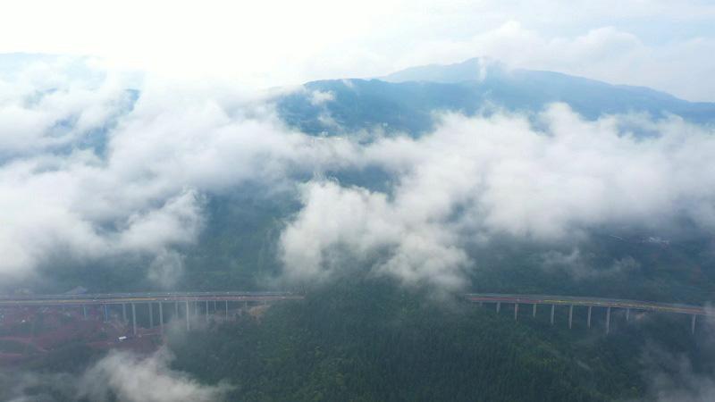 沿著高速看中國丨路在畫中走 旅遊新通道
