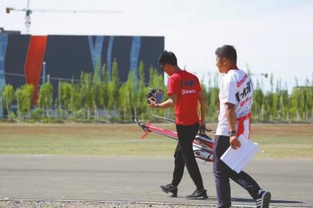 仰望天空追逐飛機 四川航模玩家成就全國冠軍